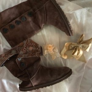 UGGS!!! BROWN FOLD-OVER UGGS. SIZE 8.
